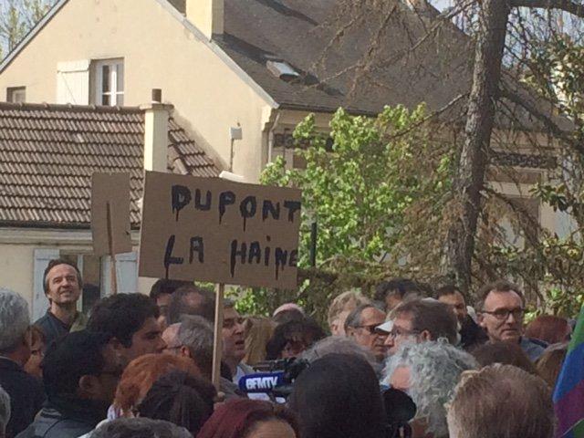 #YERRES (Essonne) : les habitants demandent la démission de Nicolas Dupont-Aignan https://t.co/4yXNsUZnrD https://t.co/TR3FMJqNmu