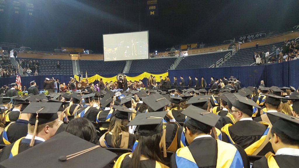 RT @MGoBrazil: De ontem! Graduação de @MichiganRoss Entre os formandos, muitos brasileiros 🇧🇷👌🏼👏🏼 #MGoGrad #Bicentenario https://t.co/GMBvt…