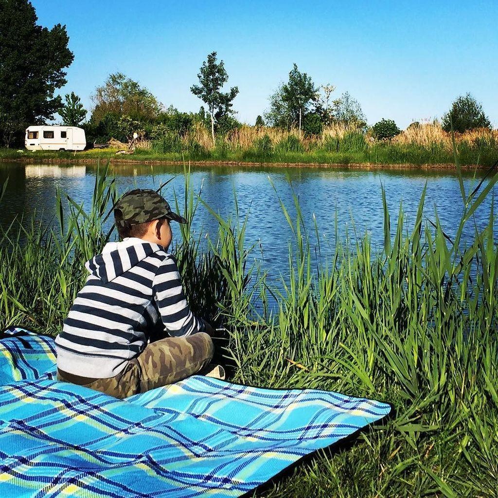 Waiting for a fish <b>Patiently</b> #carpfishing #lake #waiting #strategy #tantotiprendo https://t.c