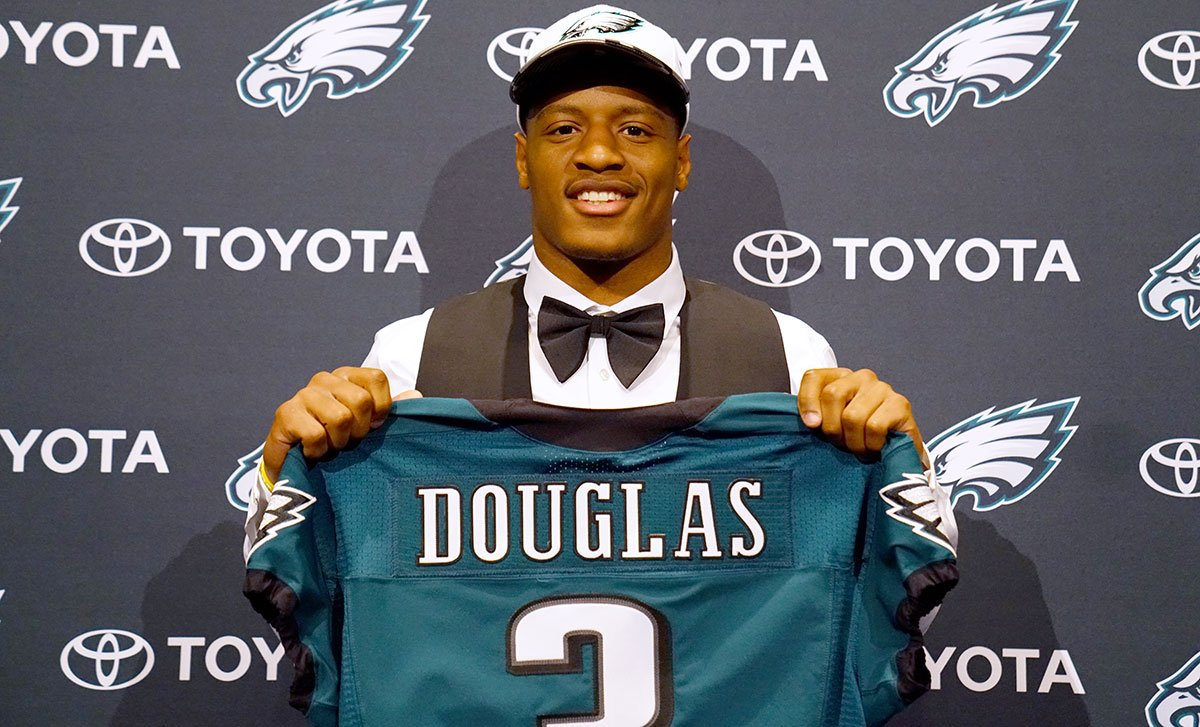 Midnight green is a good look for you, @rd13_era. #EaglesDraft https://t.co/hWJkDi9NWQ