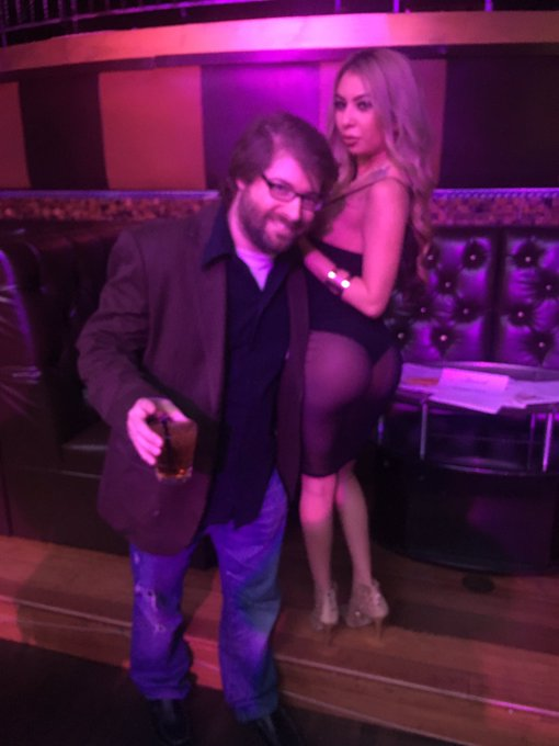 Peters beard and my butt look great together @peterwarren #xrco https://t.co/CscUoNlv7a