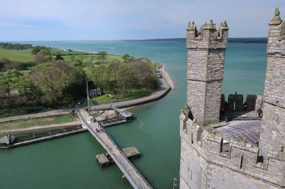 英国旅3日目/2。ラピュタの聖地・カナーヴォン城2。「パズーウゥ!」といきたいけど、塔に登る階段は急で狭く、今日は強風で
