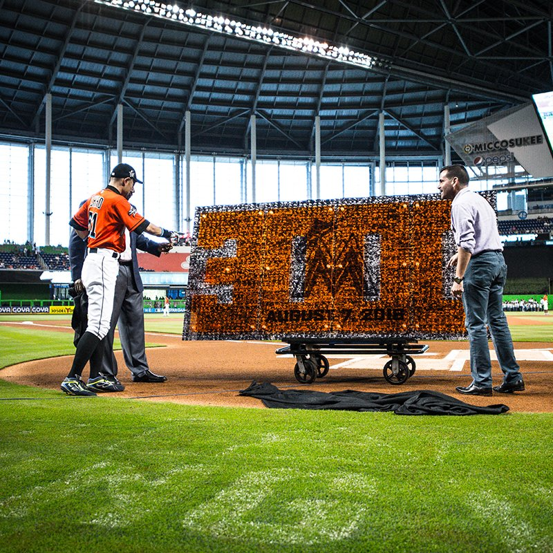 test Twitter Media - .@Marlins honor Ichiro's feat of reaching 3,000 hits in 2016 by presenting him with photo mosaic of each one: https://t.co/V4SypU2Lnr https://t.co/fiJ4Ad50F8