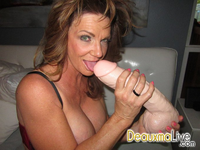 Check out this huge dildo and guess what, I took some of it my ass. https://t.co/IKWvropqC2