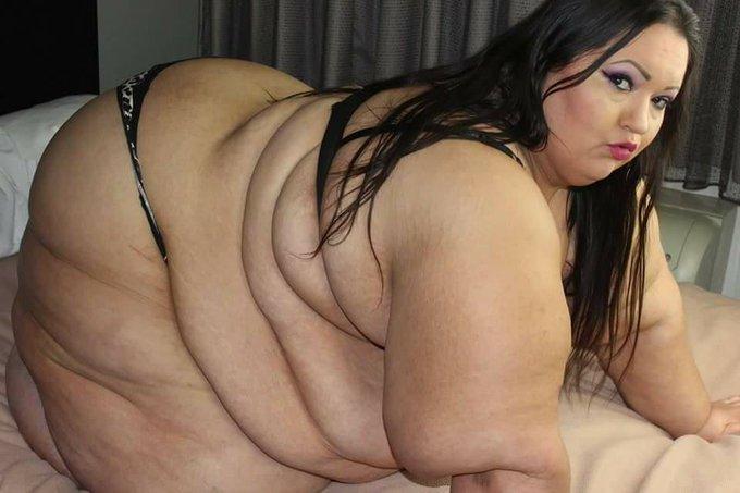2 pic. Order a custom video with @SsbbwApplebomb & I.. #TwiceTheSize #bbw #ssbbw #fat https://t.co/D