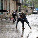 College students clash with security forces inPulwama