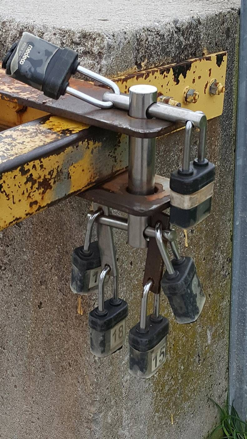 This lock can be opened with 1 lock ... no matter which one https://t.co/JFQawuRCa7