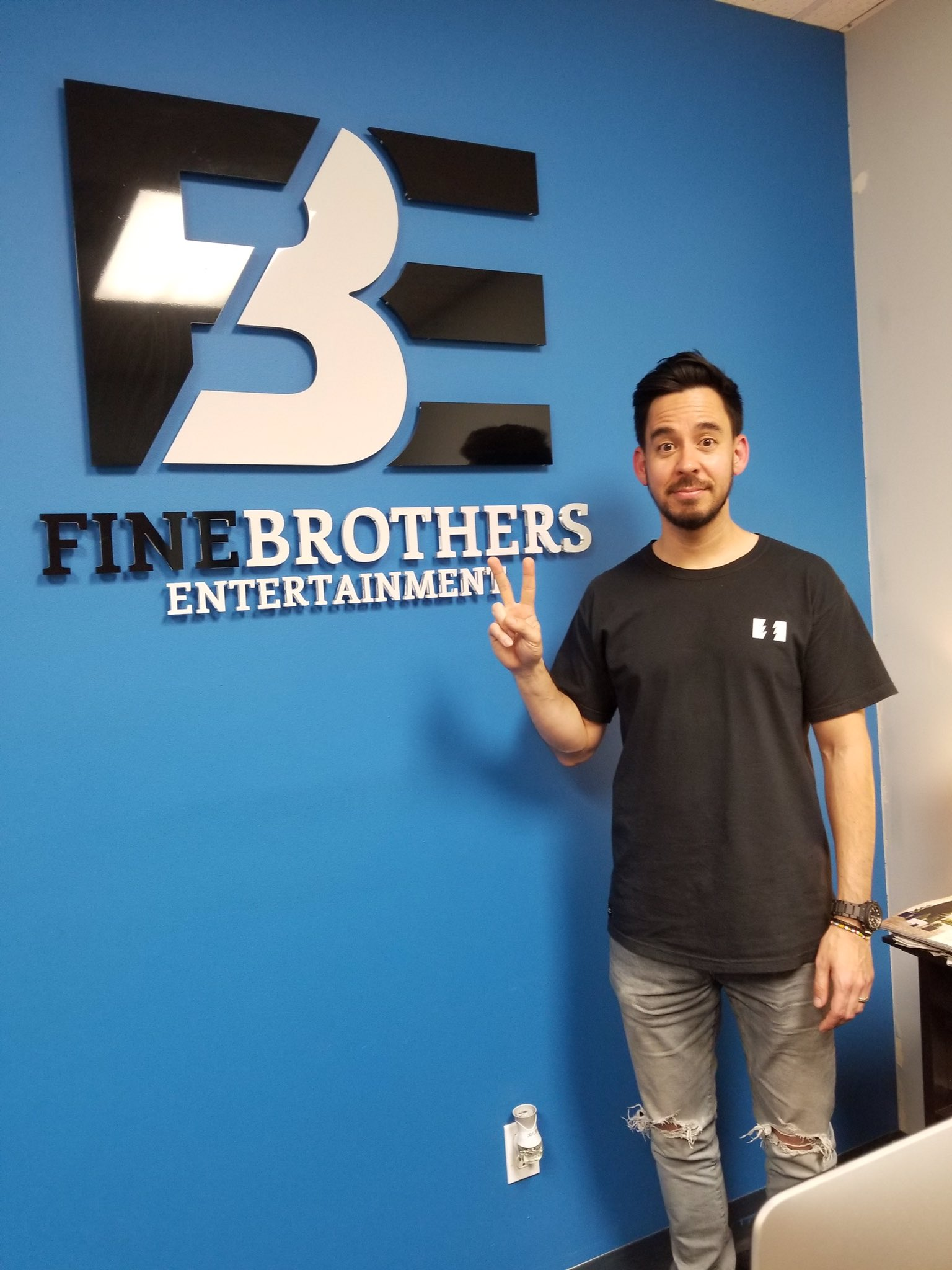 Mike stopped by @thefinebros studios today... stay tuned for a fun surprise project. https://t.co/lRNWjQ4DjD