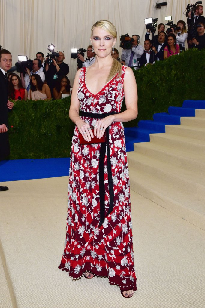 Everything is terrible about Megyn Kelly's dress #metgala https://t.co/Swv0704ZYL https://t.co/cSA8Eyejdw