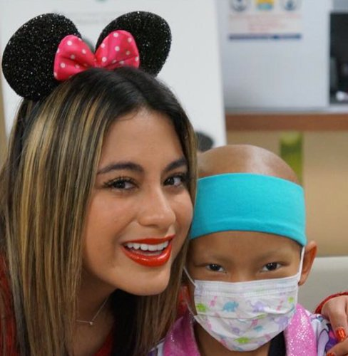 .@FifthHarmony's @AllyBrooke delivers toys to patients in hometown hospital.   https://t.co/JyvYBci6Uy https://t.co/7Pvsh5lnZO