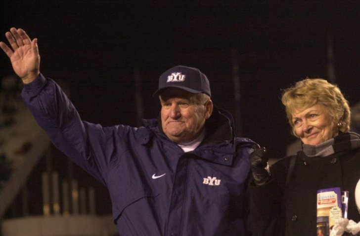 Legendary @BYUCougars football coach LaVell Edwards has died. https://t.co/0KzOneAtCZ https://t.co/JGch9F7Pmi