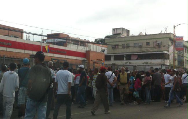 Maduro paga mucho para que una joven se lo folle