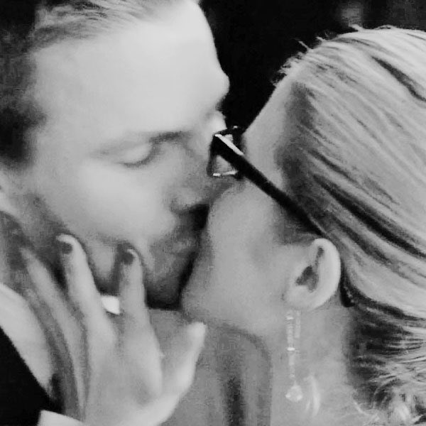 Dear 2017 I hope you are nice enough to give us good things like these again.  Sincerely, the Olicity Fandom. https://t.co/edQIe6uHrR