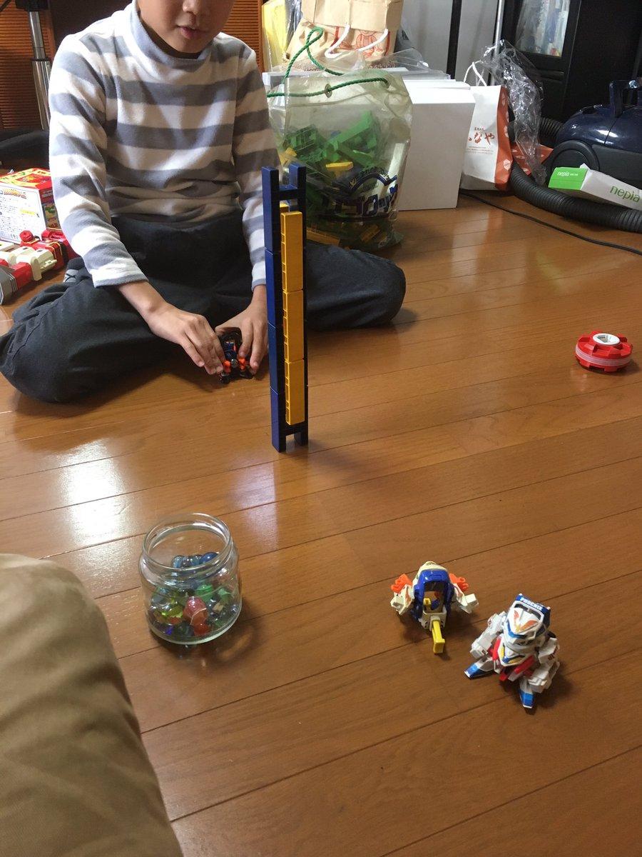 一旦帰宅。家に帰ると甥っ子が、僕の持ってたビーダマンを全力で遊んでた