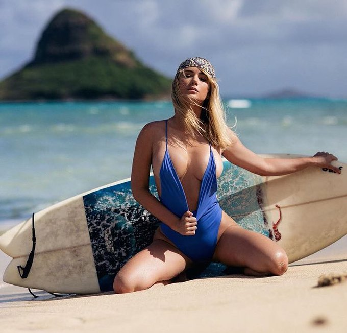Surfs up, tits out! 🌊(That's a saying right?)🤔 https://t.co/VRqLuwcPvK