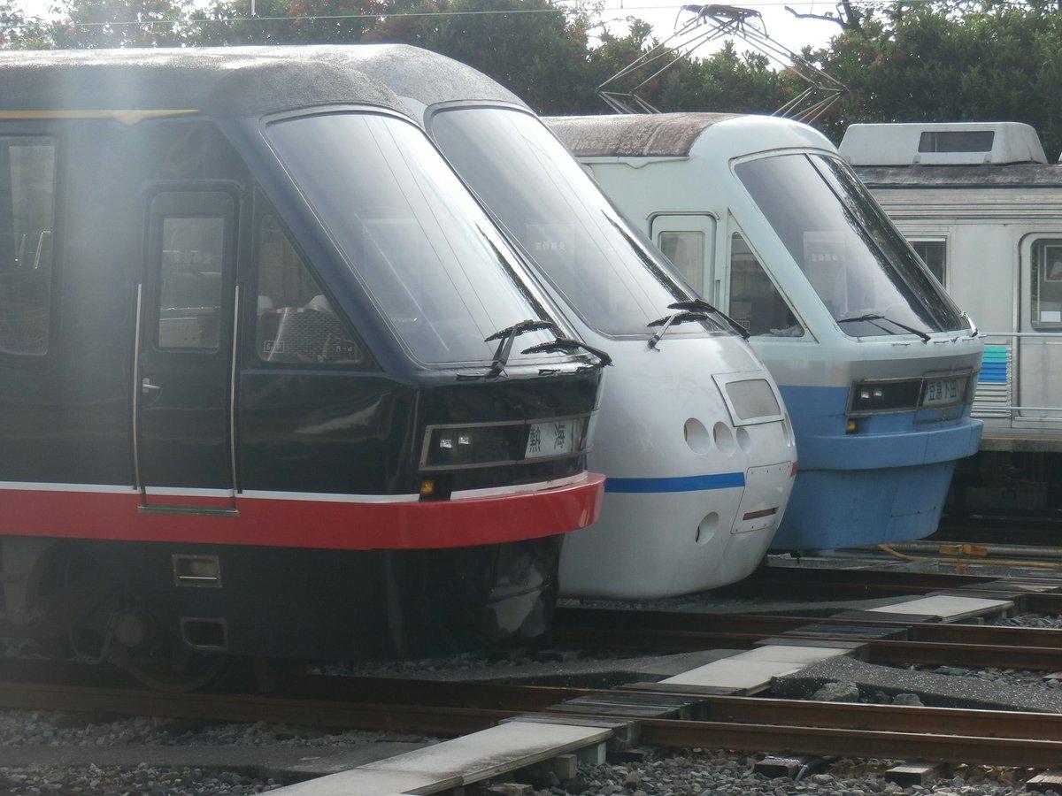 8月21日、伊豆急線伊豆高原駅のホームからリゾート213編成並びを撮影。その後は東海バスあまんちゅラッピングバスを撮影。
