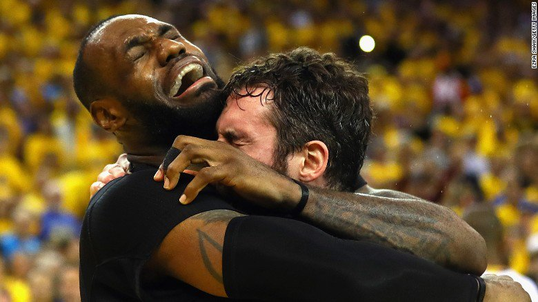 Take a look at 100 amazing sports photos from the past year