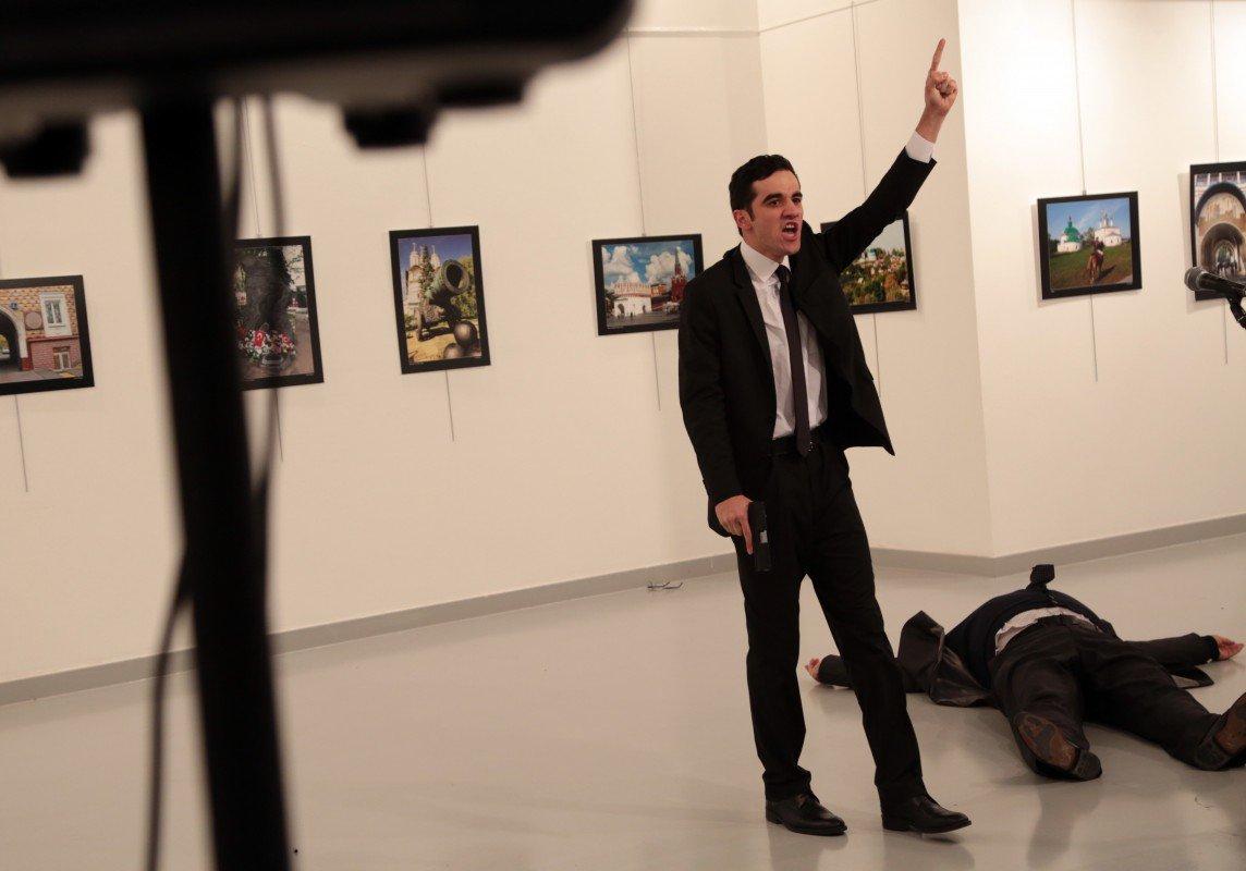 AP photo of gunman in Russian Ambassador attack in Turkey https://t.co/PvaqMU6WeP
