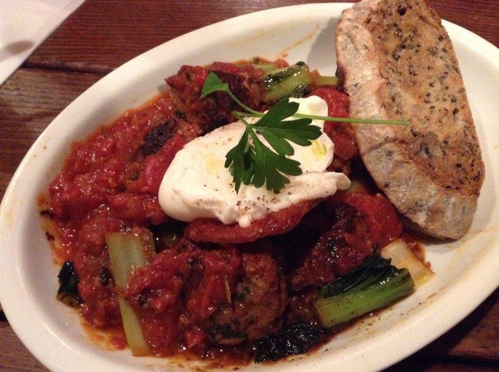 ポルペッテとターサイのトマト煮込み ポーチドエッグ自家製パン付き #otto2 https://t.co/RAY0CC9Av1