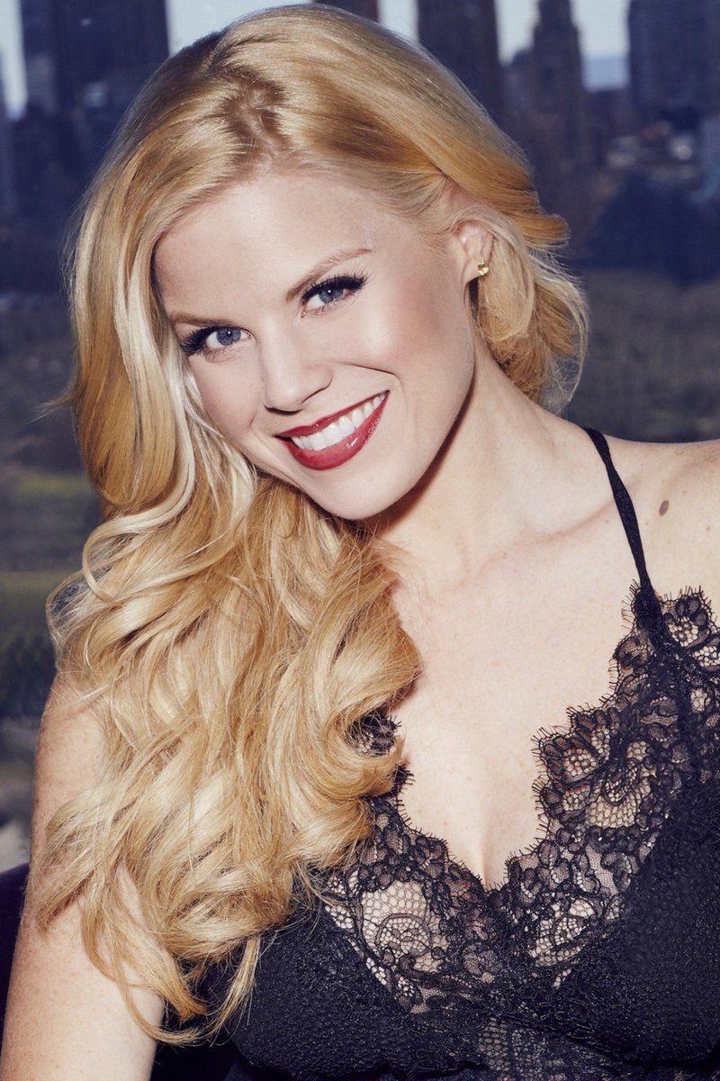 RT @StyleWatchMag: .@MeganHilty talks her new holiday album and beauty secret weapons: https://t.co/bGMFUptJOx https://t.co/D4ID2ilVjC