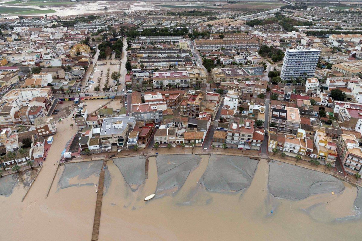 Impactantes #fotos aéreas del Mar Menor tras el paso del #temporaldelevante @EFEverde https://t.co/JotJzOIeJT