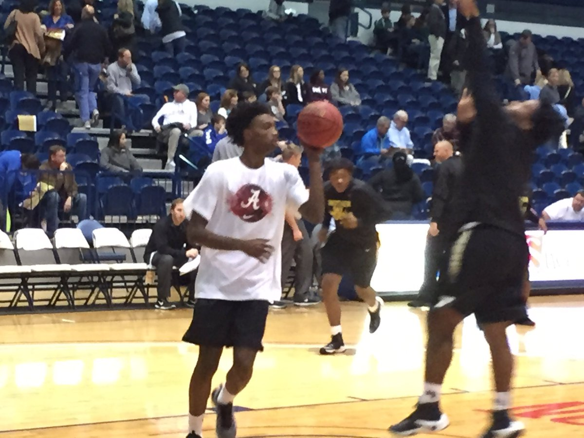 Alex Reese & Herb Jones rocking the Alabama t-shirts in warmups https://t.co/aLN0Nht9oS