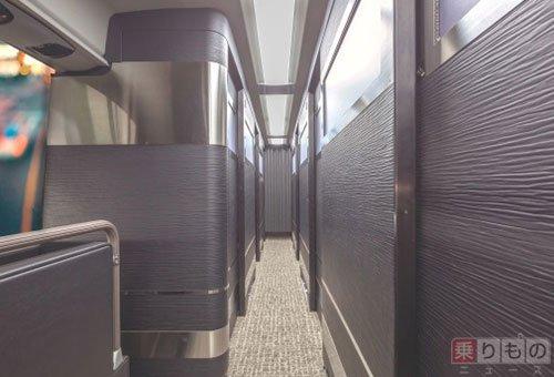 【業界初】「完全個室型」の夜行高速バスがデビュー https://t.co/yHUOp0u4Uy  全11席を黒色の扉と仕切りにより完全個室化。関東バスは「まるでホテルに宿泊しているような感覚」で移動できるとしています。