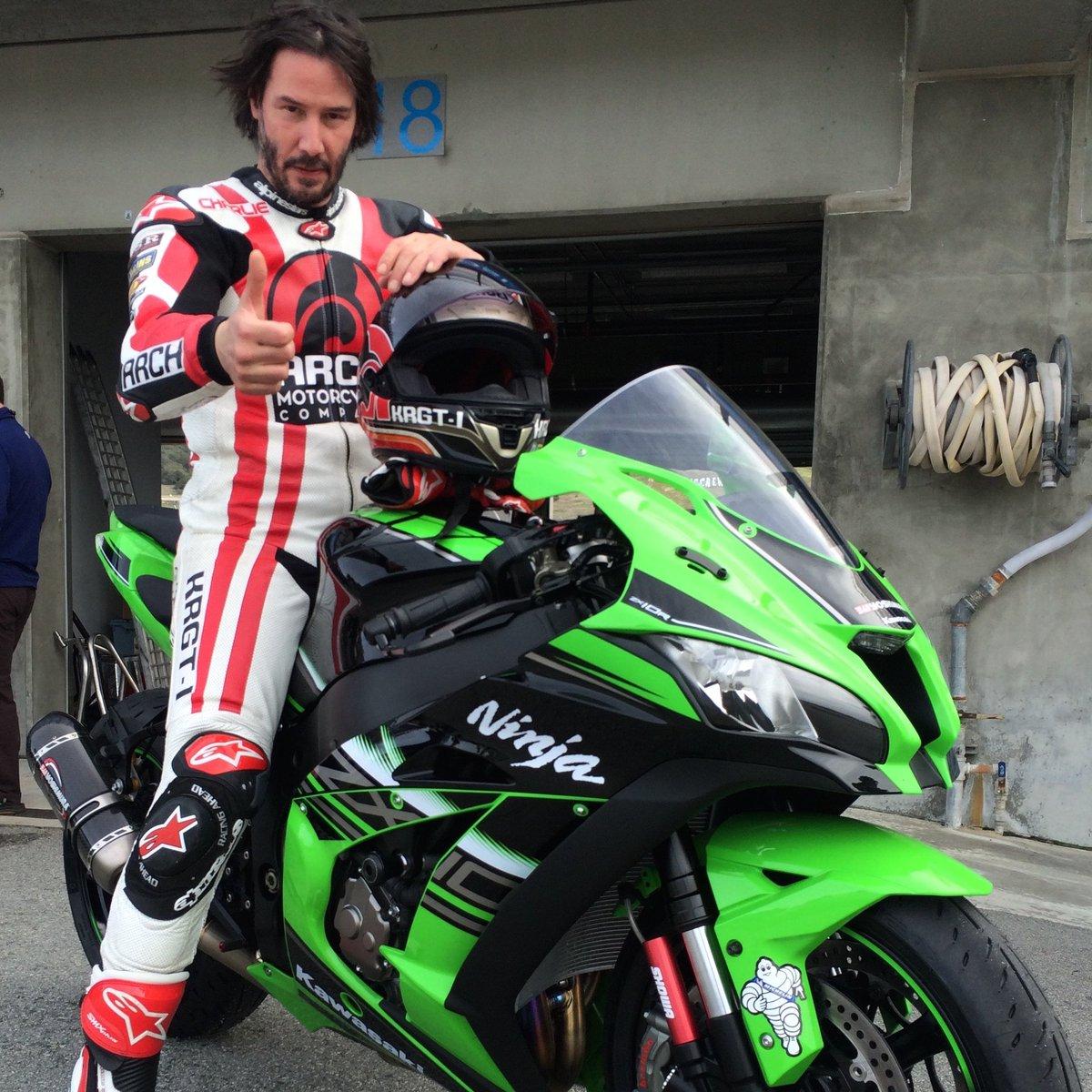 Avid track rider #KeanuReeves gives the Ninja ZX-10R the thumbs up after riding hard on @MazdaRaceway Laguna Seca. https://t.co/bTA4hRAN64
