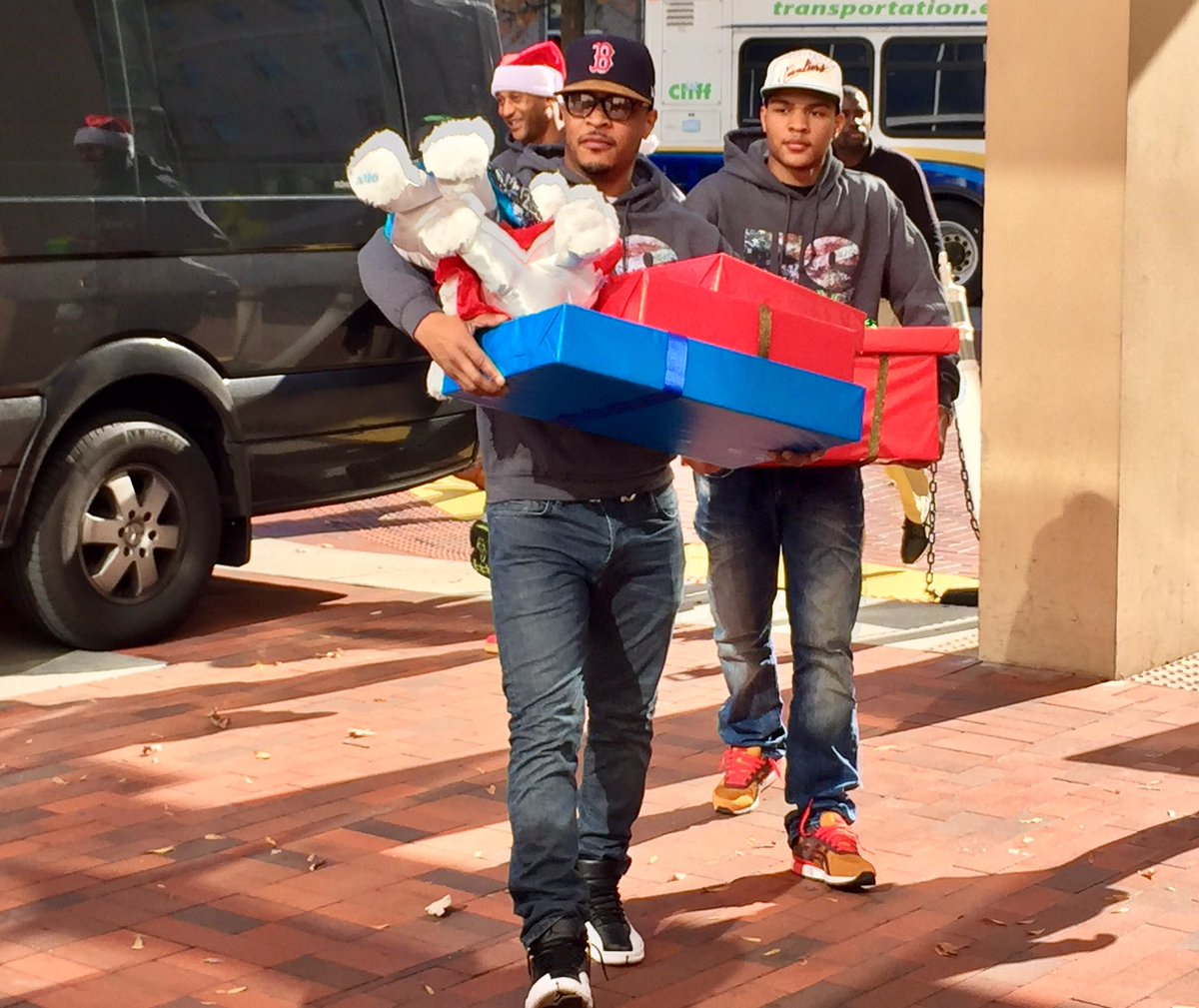 Rapper and actor @Tip brought holiday cheer (and a whole lot of gifts!) to our kids. https://t.co/ACwPrAT43m