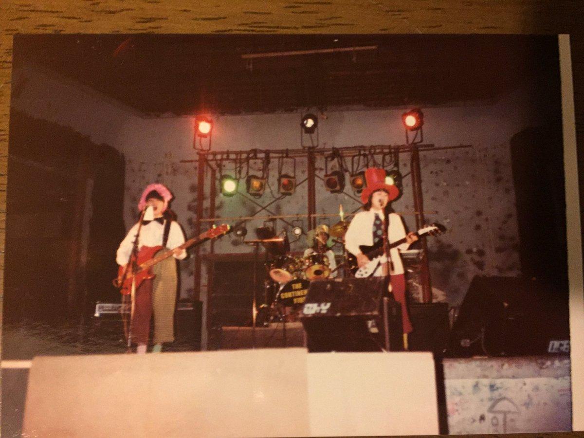 Found old photos. Jan 9, 1983 at Seibu Kodo in Kyoto Univ. 片づけしてたら昔の写真が出て来た。この衣装、今だと帽子が飛んでっちゃうね。 https://t.co/priND0XJGB