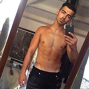 Joe Jonas Appreciation Tweet because I love him so much https://t.co/BXPlzIryod