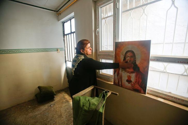 Iraqis celebrate first Christmas near Mosul after Islamic State pushback