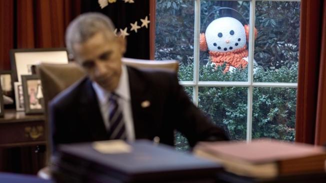 Ce n'est pas un montage !!  Mais une blague faites par le staff Obama au President.  Photo Pete Souza White House