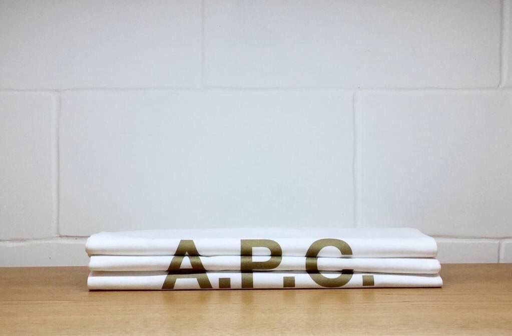 #APC ショッピングバッグプレゼント 12月25日まで全国各店舗(ONLINE STORE とサープラス店舗を除く)で2万7000円(税込)以上ご購入頂いたお客様へ先着でショッピングバッグをプレゼント致します。 https://t.co/hoWNg7tIgm