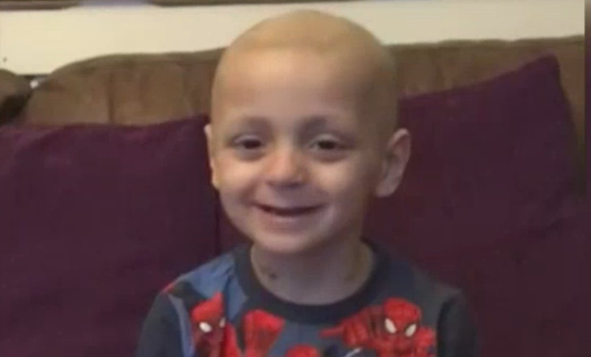 Here's a very lovely Christmas video message from Bradley Lowery... https://t.co/yLYsacdM6I https://t.co/lVFNBjwKnq
