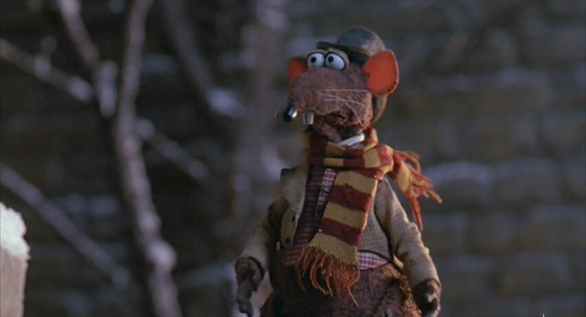The moment you realise Rizzo was the original founder of house gryffindor #muppetchristmascarol https://t.co/5oQgjolVoo