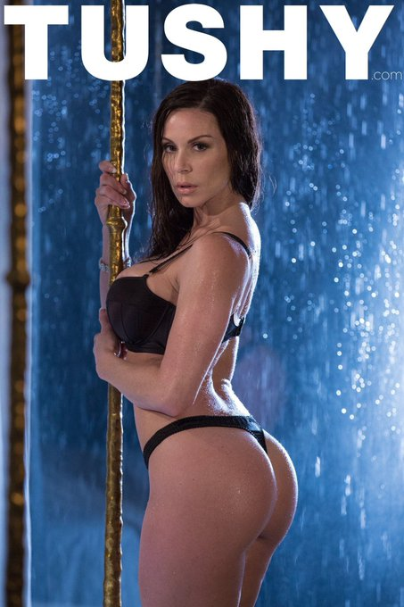 Can you even do #SexySaturday without a legendary #TUSHY like @KendraLust?! » https://t.co/dK1j1ihA37