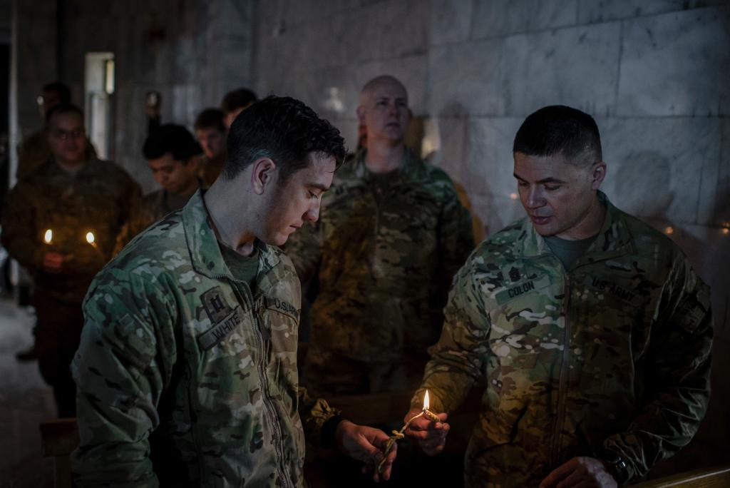 U.S. troops join displaced Iraqi Christians for Christmas Eve Mass