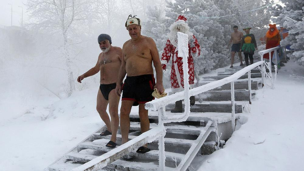 Underwater Christmas Eve celebrations in subzero Lake Baikal