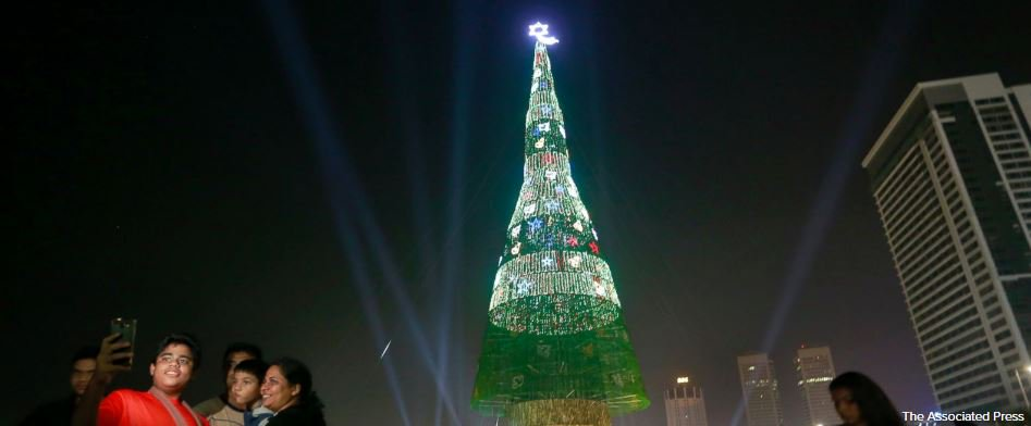 Sri Lanka claims world's tallest artificial Christmas tree