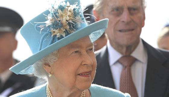 In rare move, Queen Elizabeth skips Christmas service due to 'heavy cold'