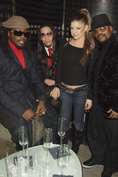 Merry Christmas to my brother peas and the entire @bep family! love you ????????❤️️❤️️ #thatoutfittho https://t.co/FcQ3jvWNjn