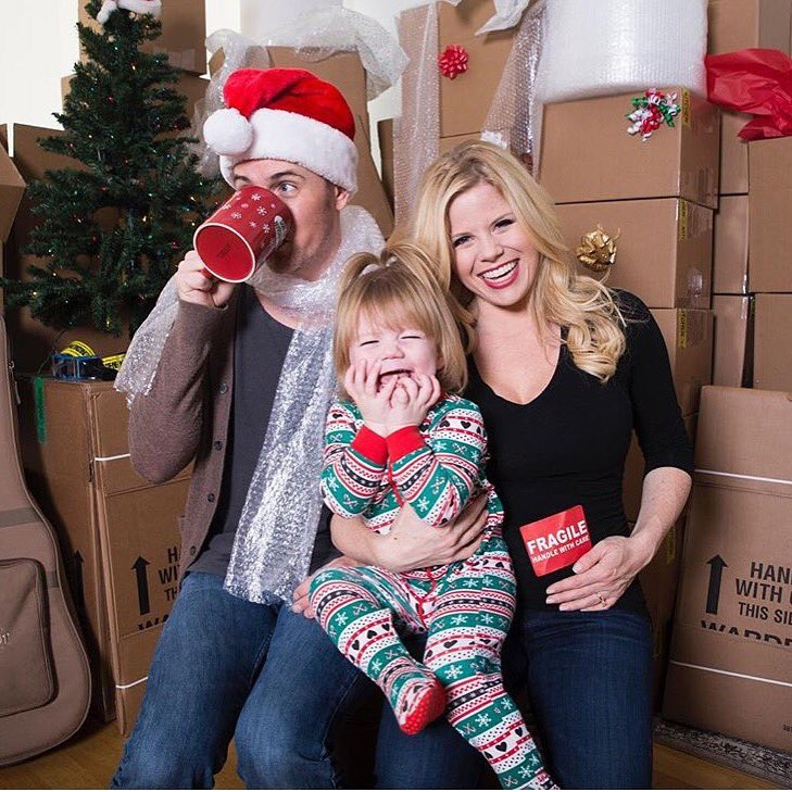 Happy Holidays from our family to yours! #NewHomeForTheHolidays #LAChristmas #DrowningInBoxes https://t.co/nK8DfXu0PO