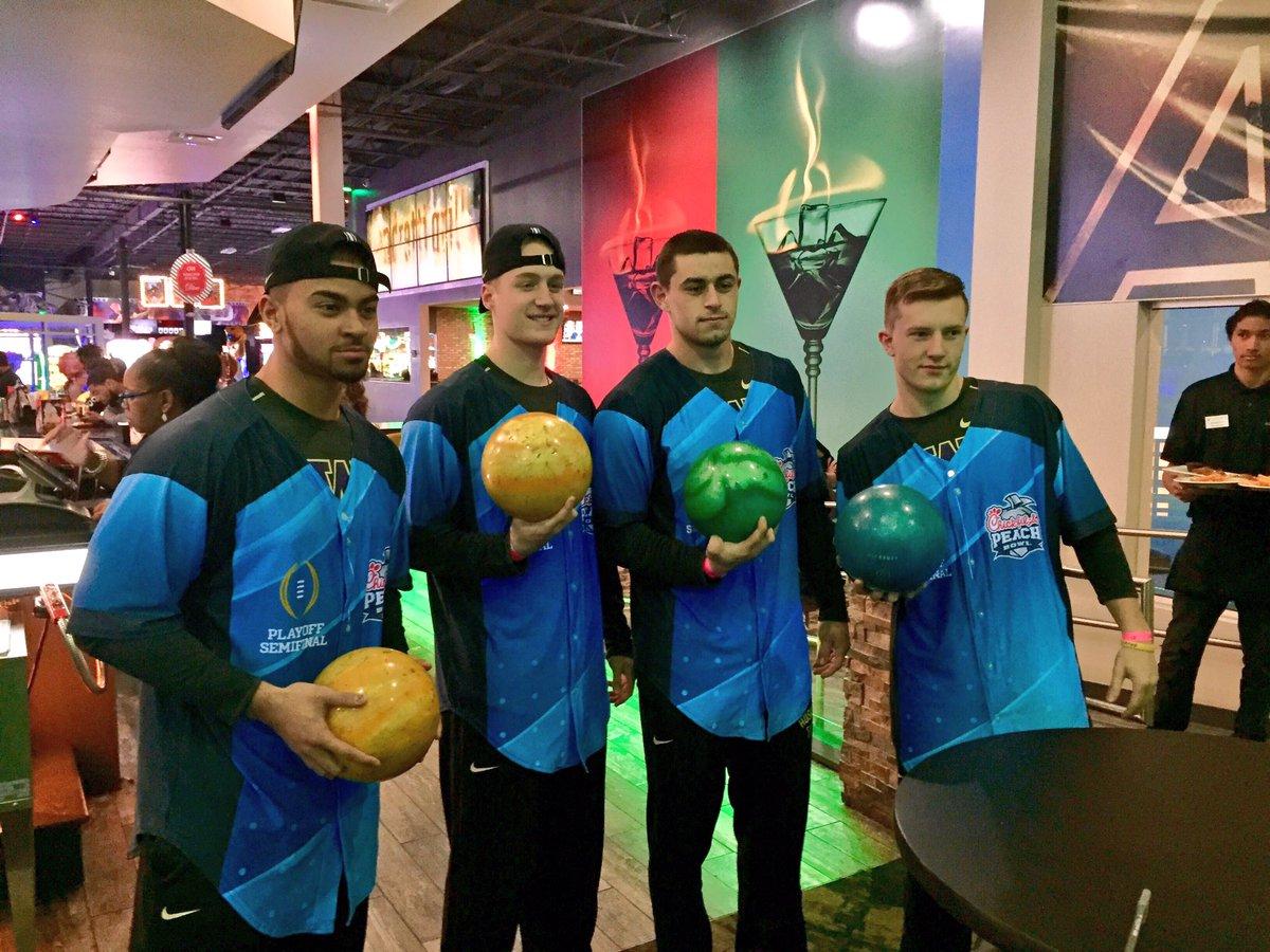 test Twitter Media - RT @CFAPeachBowl: Challenge 1= Bowling. Team @UW_Football is dressed and ready 🔥  #CFAPeachBowl #PurpleReign https://t.co/MHX8OGSkRy