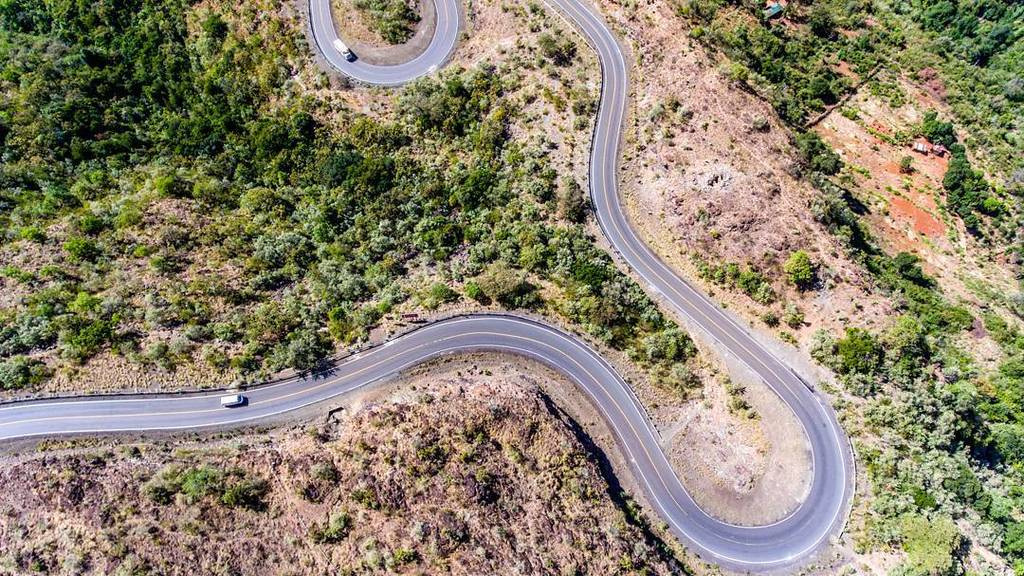 A section of the Kabarnet -  Iten twisties that cross Kerio Valley. The drive is as scenic as it is challenging to … https://t.co/KNnlc5inI4