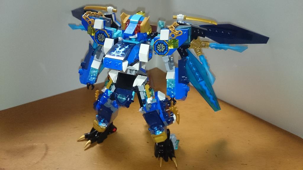 というわけで、ニンジャゴーのジェイくんドラゴン組み合わせて竜人型レゴロボであります一応胴体などにドラゴン頭部などのイメー