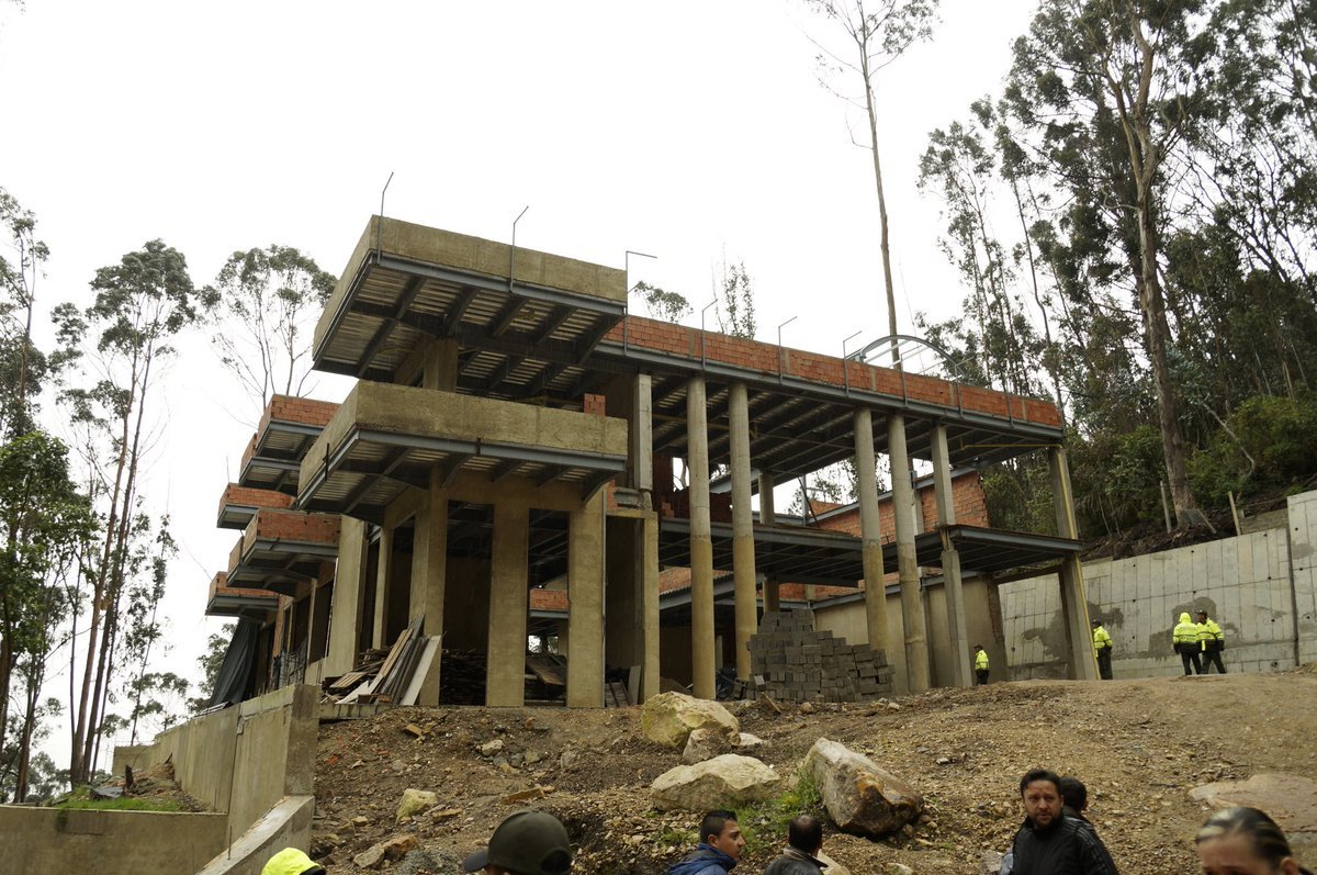 CAR ordena demoler construcción en los cerros orientales de Bogotá