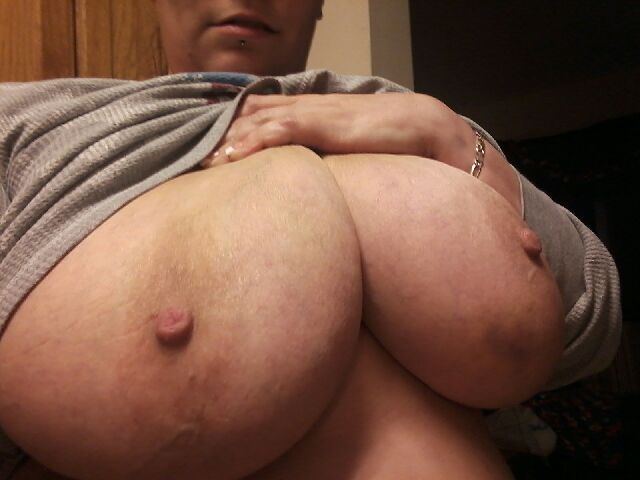 Happy Titty Tuesday everybody  #bigtittiesbreaktheinternet  #bbwpornstar #bbw #bigtits #gotemflauntem
