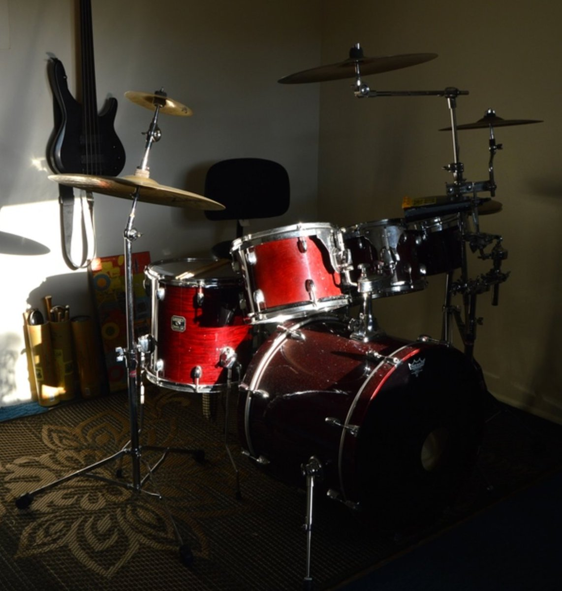 Drummers, here's a song you could play on — https://t.co/UjkIDbXQn5 https://t.co/NlNaTtyi1m