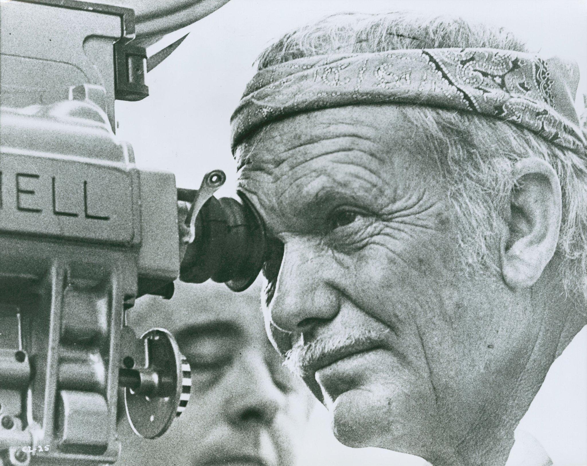 Sam Peckinpah est mort le 28 déc 1984. Dans son oeuvre : la violence du cinéma américain des années 1960 mais aussi tendresse et mélancolie. https://t.co/JVMcB3QK1d